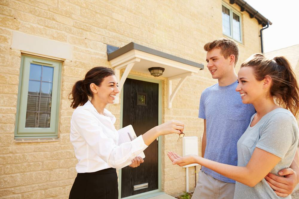 UVH Blog - HOW TO CHOOSE THE BEST ESTATE AGENT TO SELL YOUR HOME