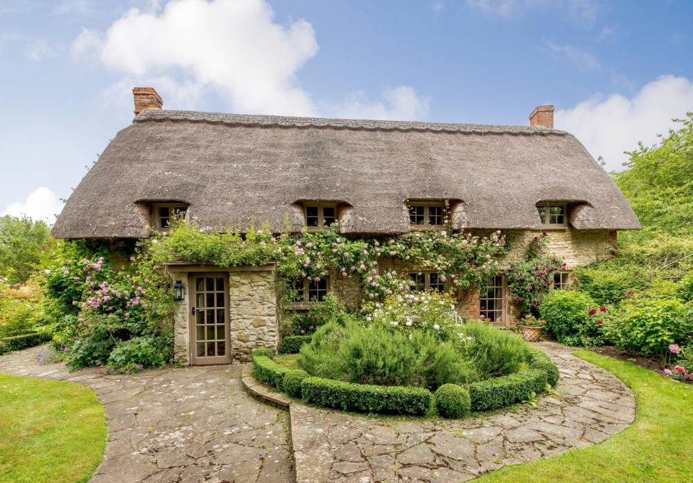 UVH Blog - CHARMING COTTAGES ON THE MARKET