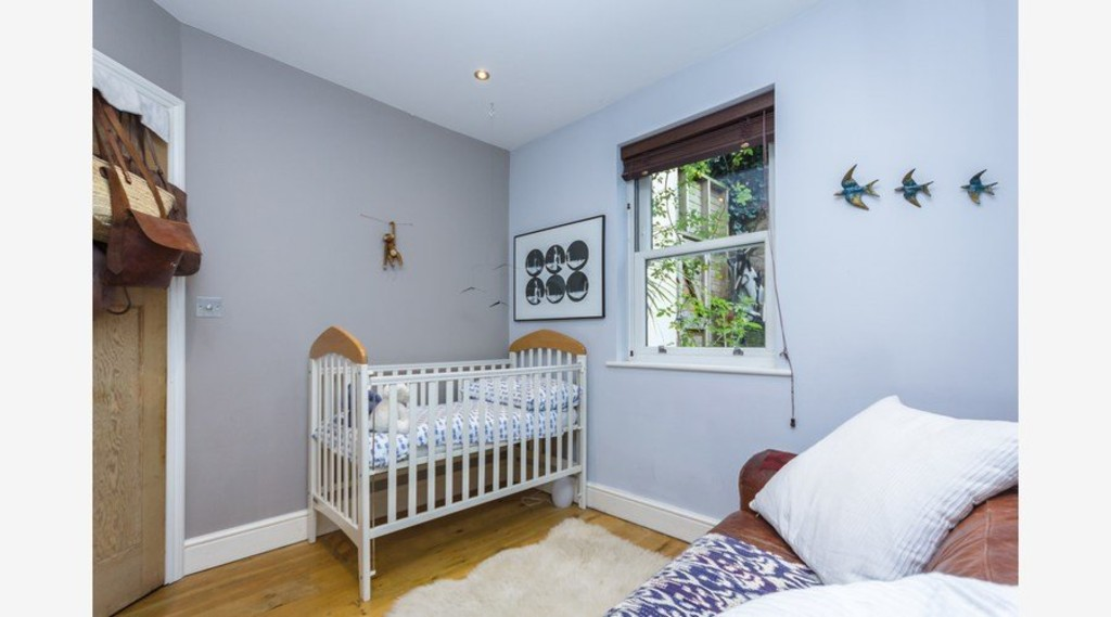 Urban Village Home - Three Double bedrooms : Image 10